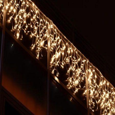 LED jégcsapfüggöny, 4x0,7m, 200 db meleg fehér, IP44  villogtatható, 8 funkciós, memóriás vezérlővel